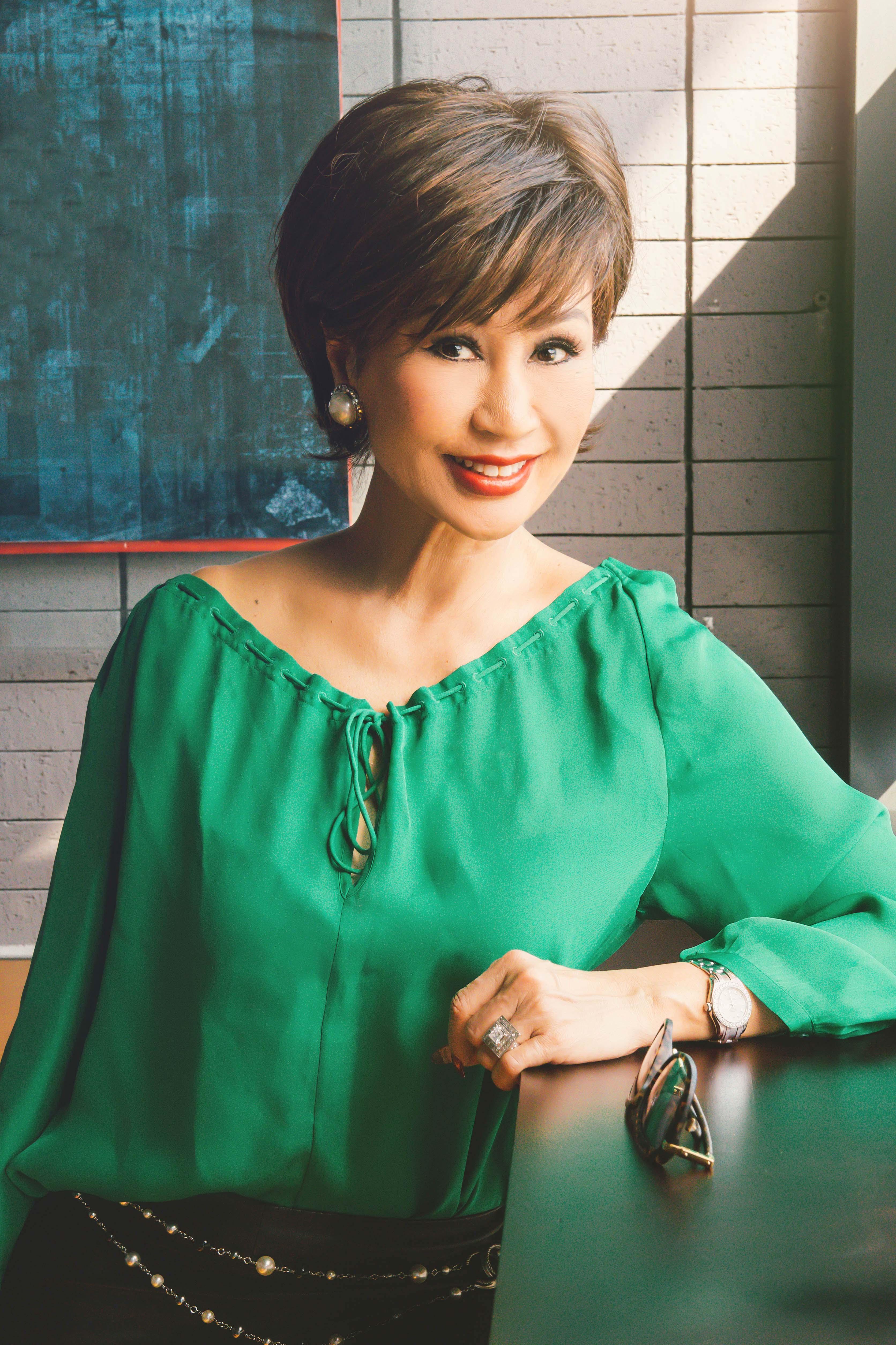 Vẻ đẹp đáng ngưỡng mộ của Diva Khánh Hà ở tuổi 64 1