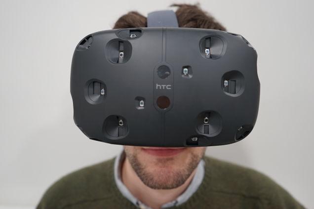 HTC bán được hơn 15.000 chiếc kính thực tế ảo sau 10 phút 2