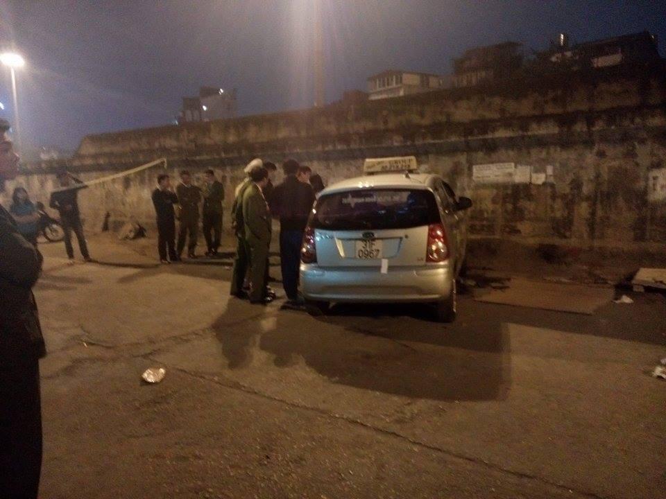 Hiện trường vụ taxi 'điên' đâm hai bà cháu thương vong ở Hà Nội 2