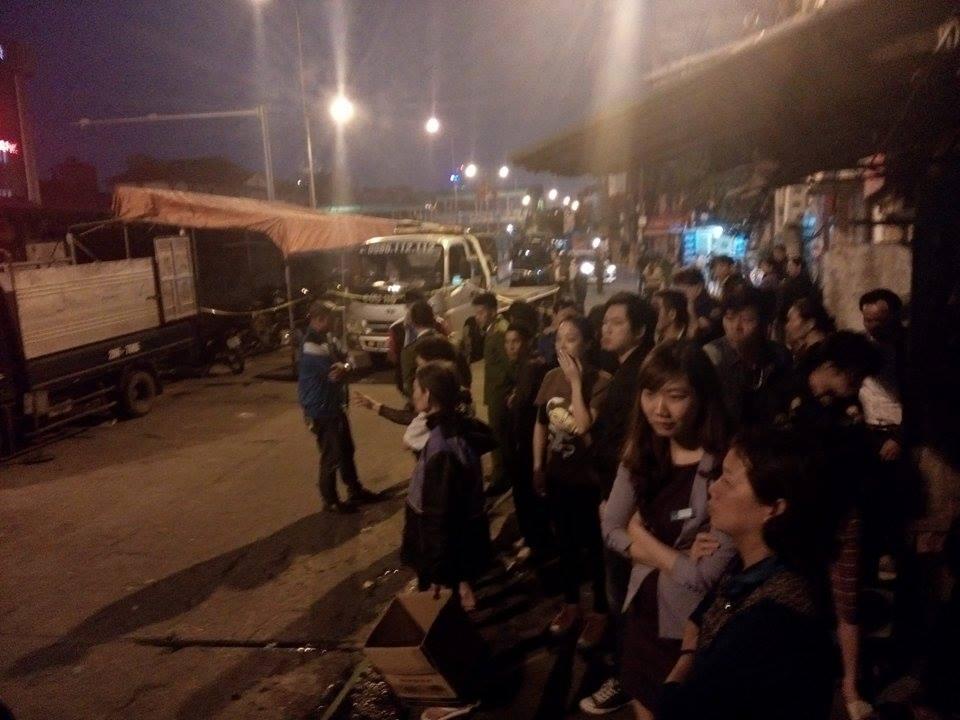 Hiện trường vụ taxi 'điên' đâm hai bà cháu thương vong ở Hà Nội 4