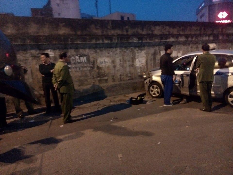 Hiện trường vụ taxi 'điên' đâm hai bà cháu thương vong ở Hà Nội 5