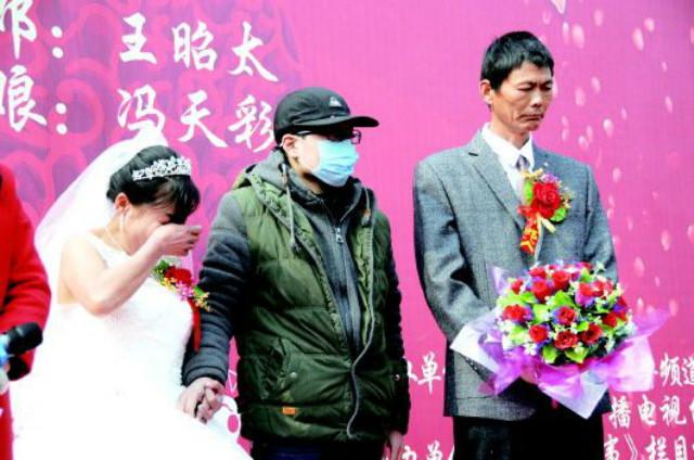 Ngừng chữa ung thư, dành tiền tổ chức đám cưới cho mẹ 1