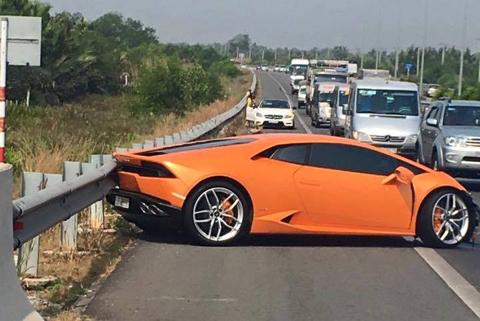 Siêu xe Lamborghini gặp tai nạn trên cao tốc Long Thành- Dầu Giây 1