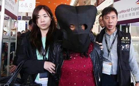 Du khách Trung Quốc bị bắt do tình nghi ăn trộm kim cương 1