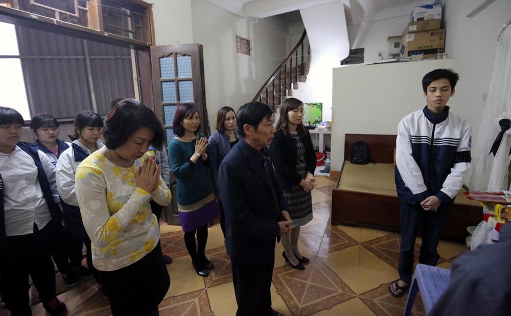 Vụ Camry đâm 3 người tử vong: Con trai nạn nhân được miễn học phí 1