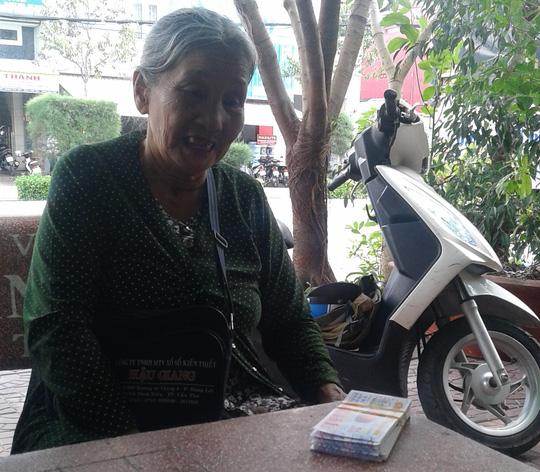 Nam thanh niên cướp vé số và làm bị thương cụ bà 69 tuổi  1