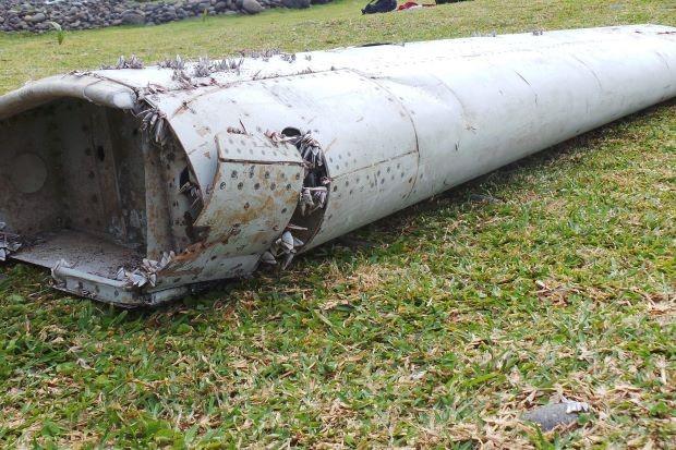 Lại tìm thấy mảnh vỡ nghi của MH370 trên đảo Reunion  1