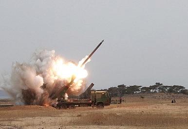 """Triều Tiên """"bật mí"""" hệ thống pháo phản lực phóng loạt đe dọa Hàn Quốc 1"""