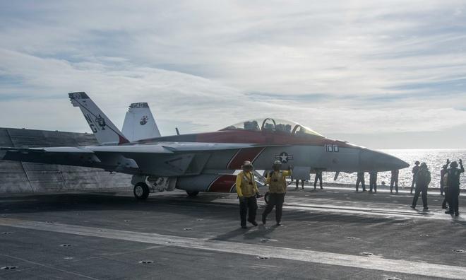 Chùm ảnh: Nhóm tàu sân bay Mỹ tuần tra trên Biển Đông 5