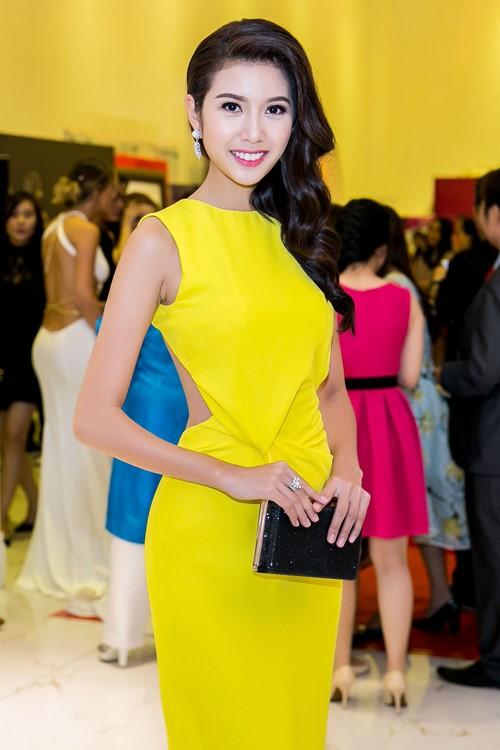 Sao Việt đẹp tuần qua: Tú Anh quyến rũ với gam hồng pastel dịu nhẹ 7