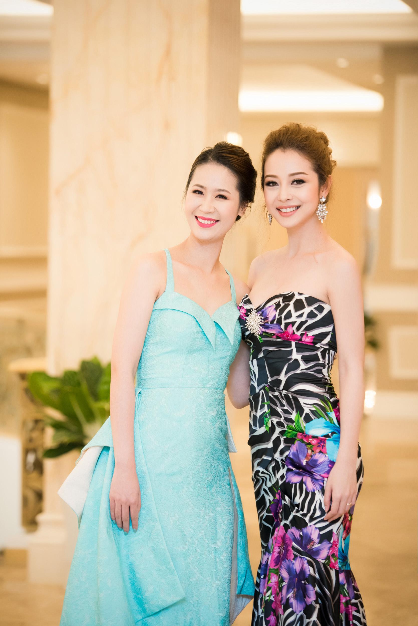 Dương Thùy Linh đọ sắc bên Jennifer Phạm tại sự kiện 8
