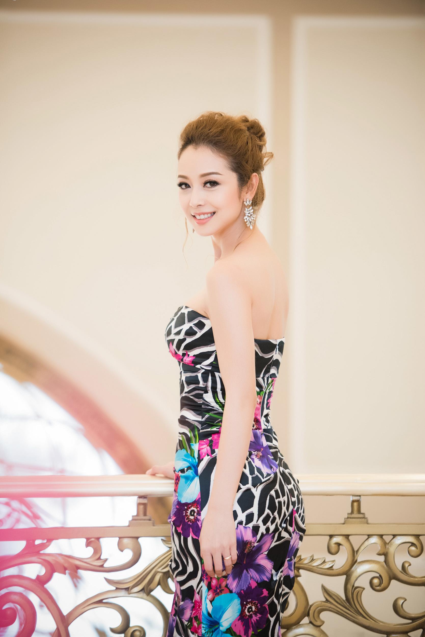 Dương Thùy Linh đọ sắc bên Jennifer Phạm tại sự kiện 9