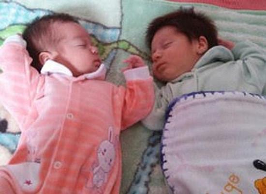Báo Anh đưa tin vụ 2 bé sinh đôi khác cha ở Hòa Bình 1