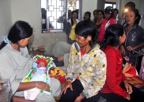 Vụ BV trao nhầm trẻ sơ sinh: Gia đình nạn nhân được bồi thường ra sao? 1
