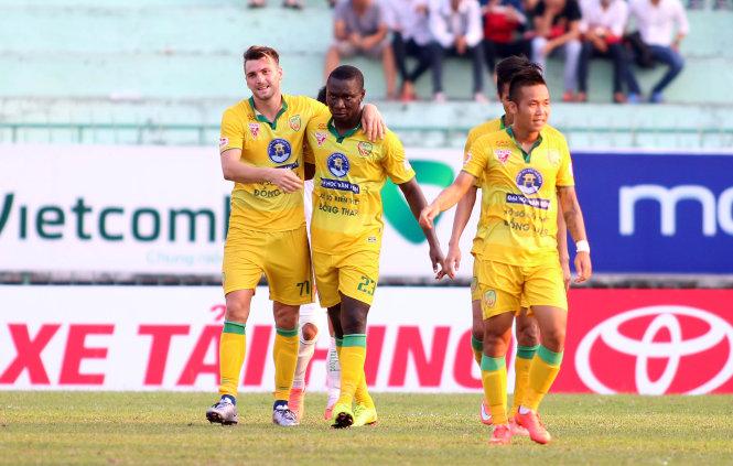 Kết quả vòng 4 V-League 2016: Đồng Tháp đánh bại HAGL 1