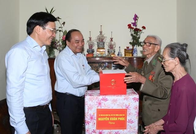 Phó Thủ tướng Nguyễn Xuân Phúc kiểm tra công tác chuẩn bị bầu cử tai Điện Biên 3