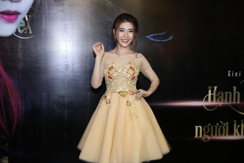 """Hoàng Y Nhung không muốn làm """"bình hoa di động"""" 9"""