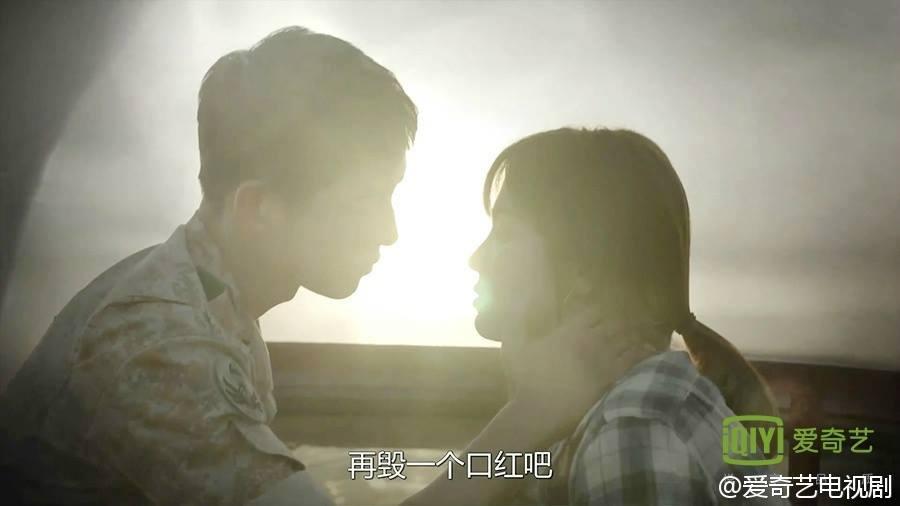 Hậu Duệ Của Mặt Trời tập 8: Song Hye Kyo xấu hổ khi lời tỏ tình bị phát sóng trực tiếp cho mọi người nghe 10
