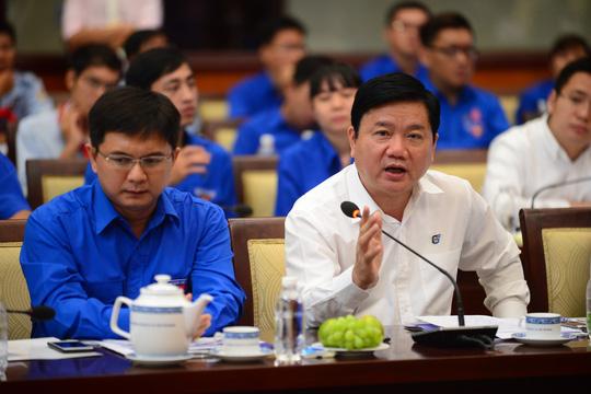 Trả lời thay Giám đốc Sở, Trưởng phòng bị ông Đinh La Thăng