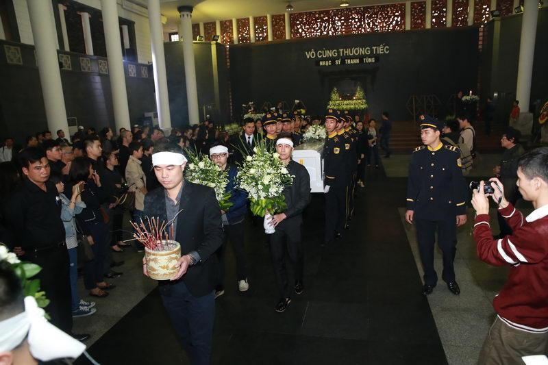 Nghẹn ngào lễ tang nhạc sĩ Thanh Tùng 2