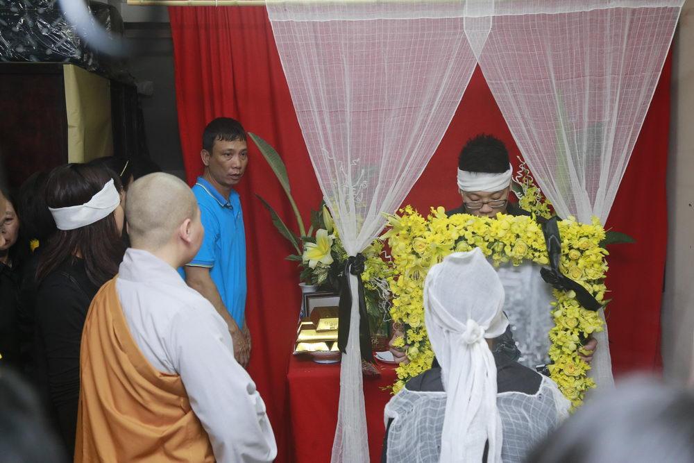 'Đường tới ngày vinh quang' vang lên, cả nhà tang lễ rơi nước mắt tiễn biệt Trần Lập 5