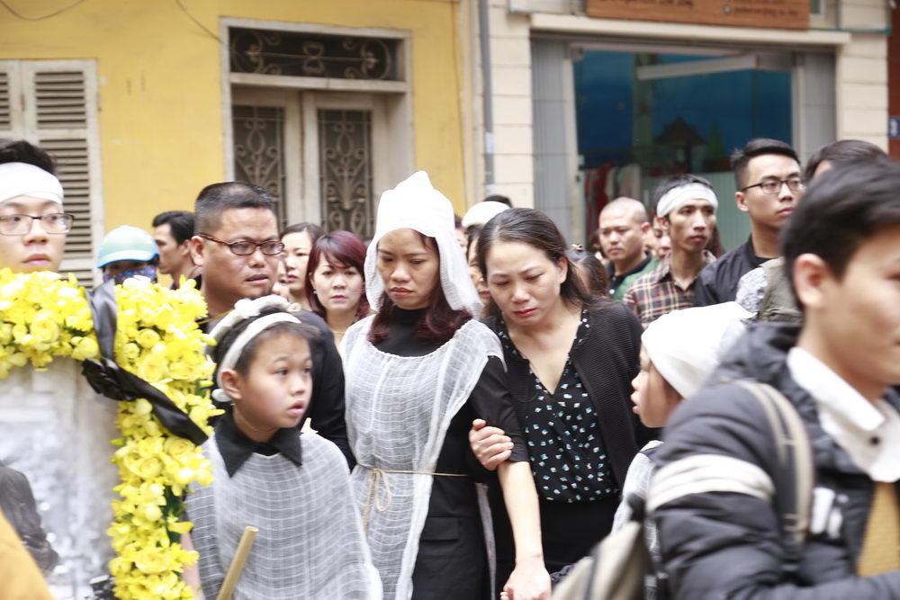 'Đường tới ngày vinh quang' vang lên, cả nhà tang lễ rơi nước mắt tiễn biệt Trần Lập 4