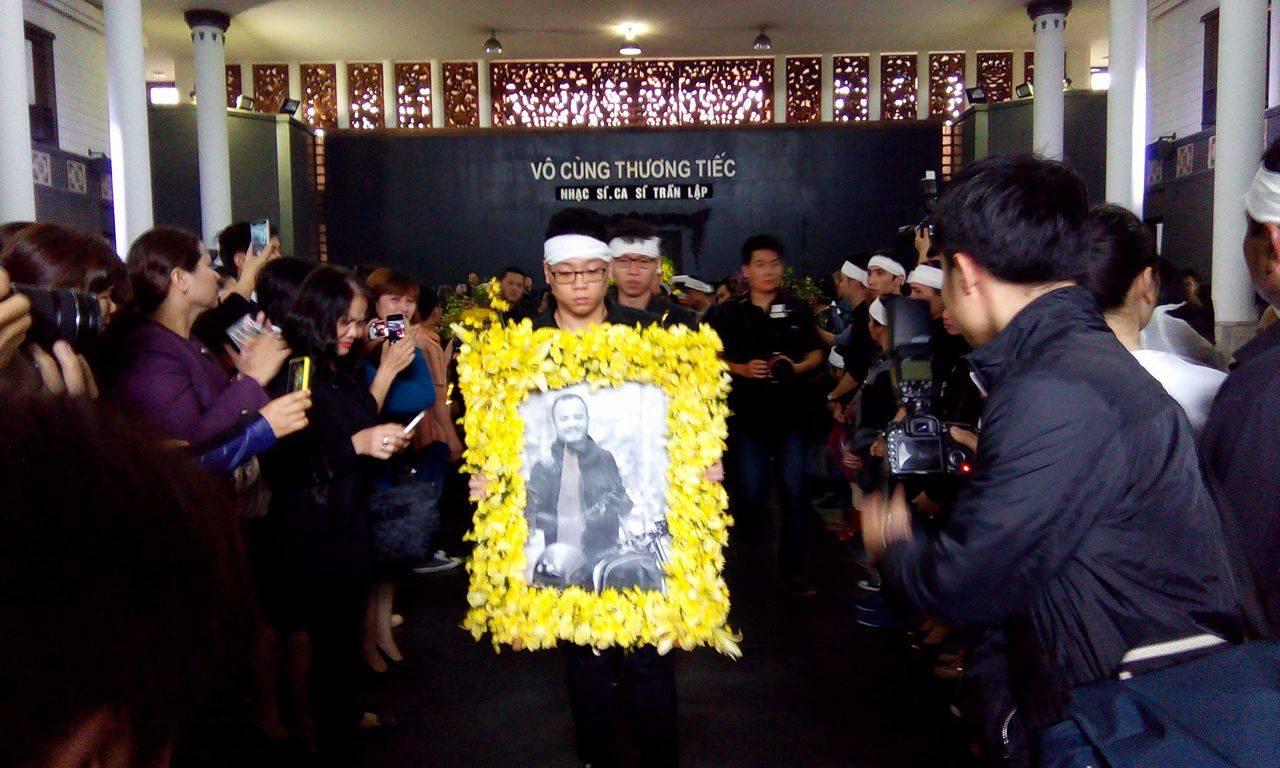 'Đường tới ngày vinh quang' vang lên, cả nhà tang lễ rơi nước mắt tiễn biệt Trần Lập 8