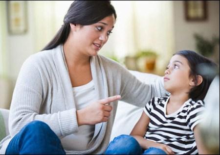 Những suy nghĩ, hành xử thiếu tôn trọng con mà cha mẹ hay mắc phải 1