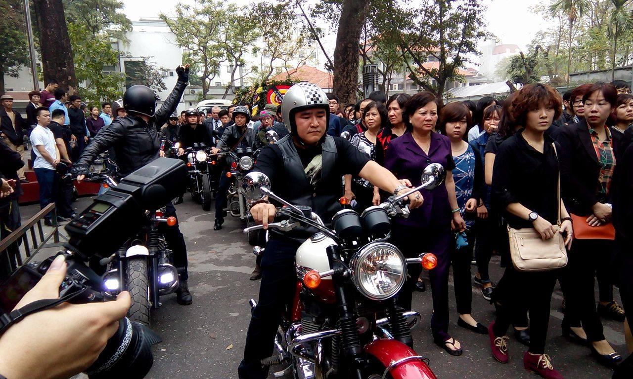 MC Anh Tuấn dẫn đầu đoàn xe motor đưa tiễn Trần Lập 4