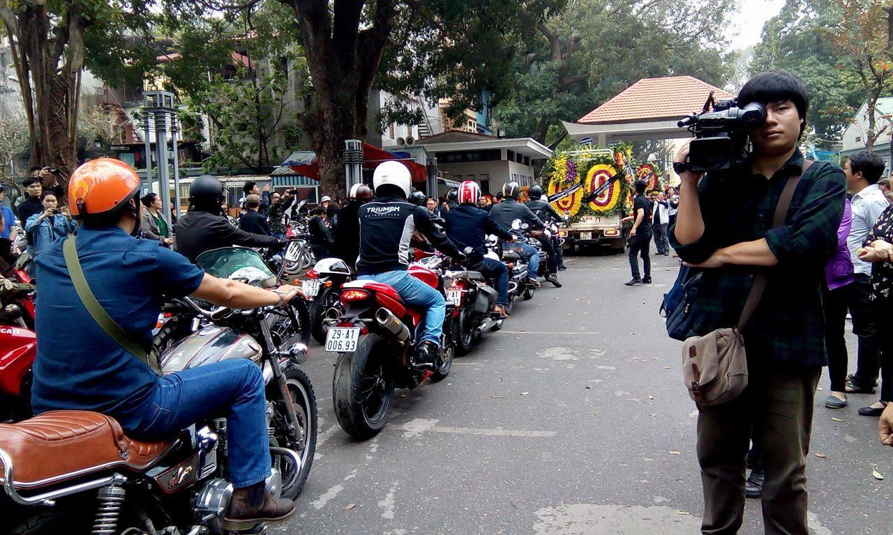 MC Anh Tuấn dẫn đầu đoàn xe motor đưa tiễn Trần Lập 3