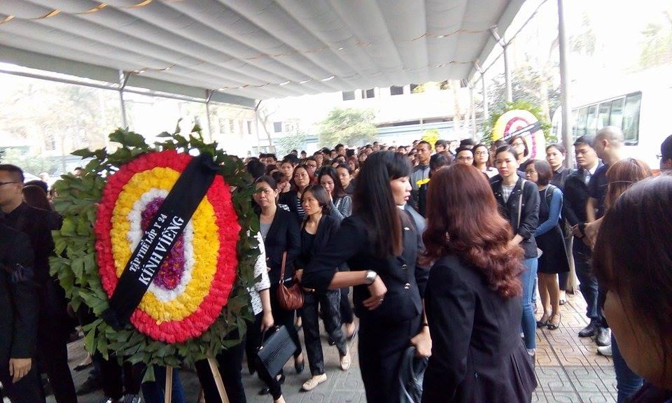 'Đường tới ngày vinh quang' vang lên, cả nhà tang lễ rơi nước mắt tiễn biệt Trần Lập 16