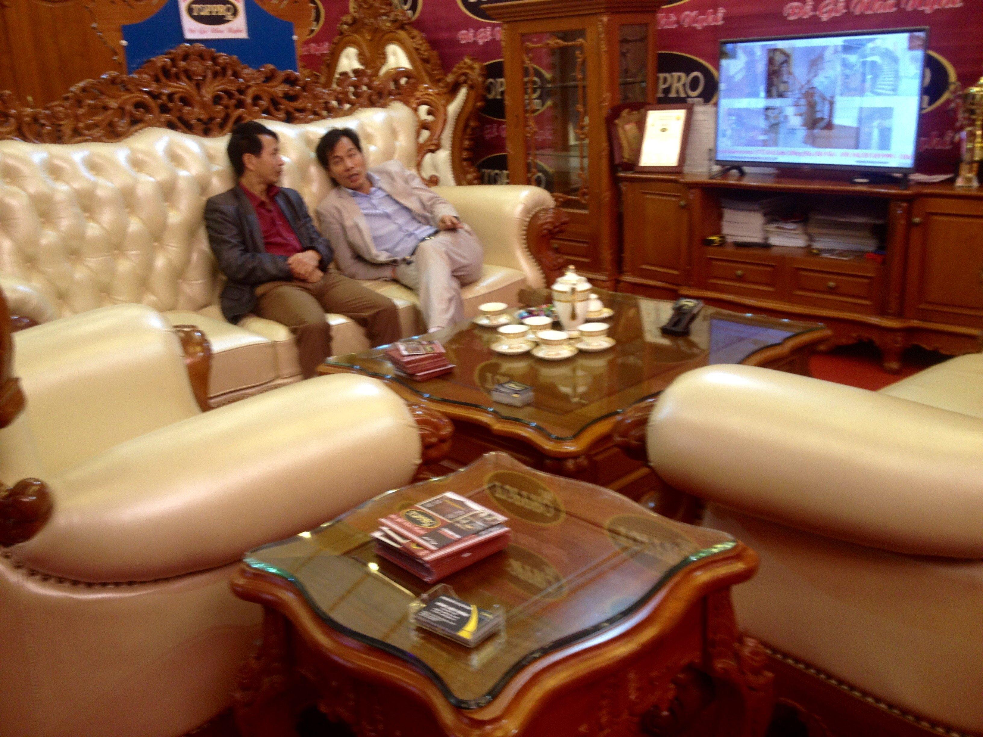 Hà Nội: Bàn ghế gỗ 300 triệu chỉ dành cho đại gia 1