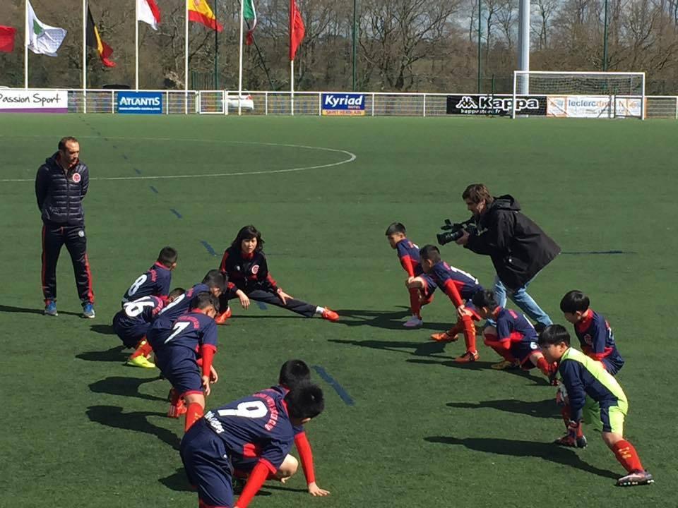 Đội bóng nhí Việt Nam thắng trận mở màn trên đất Pháp 1