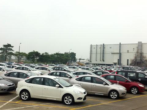 Kích cầu người dùng,  ô tô cỡ nhỏ đồng loạt giảm giá 1