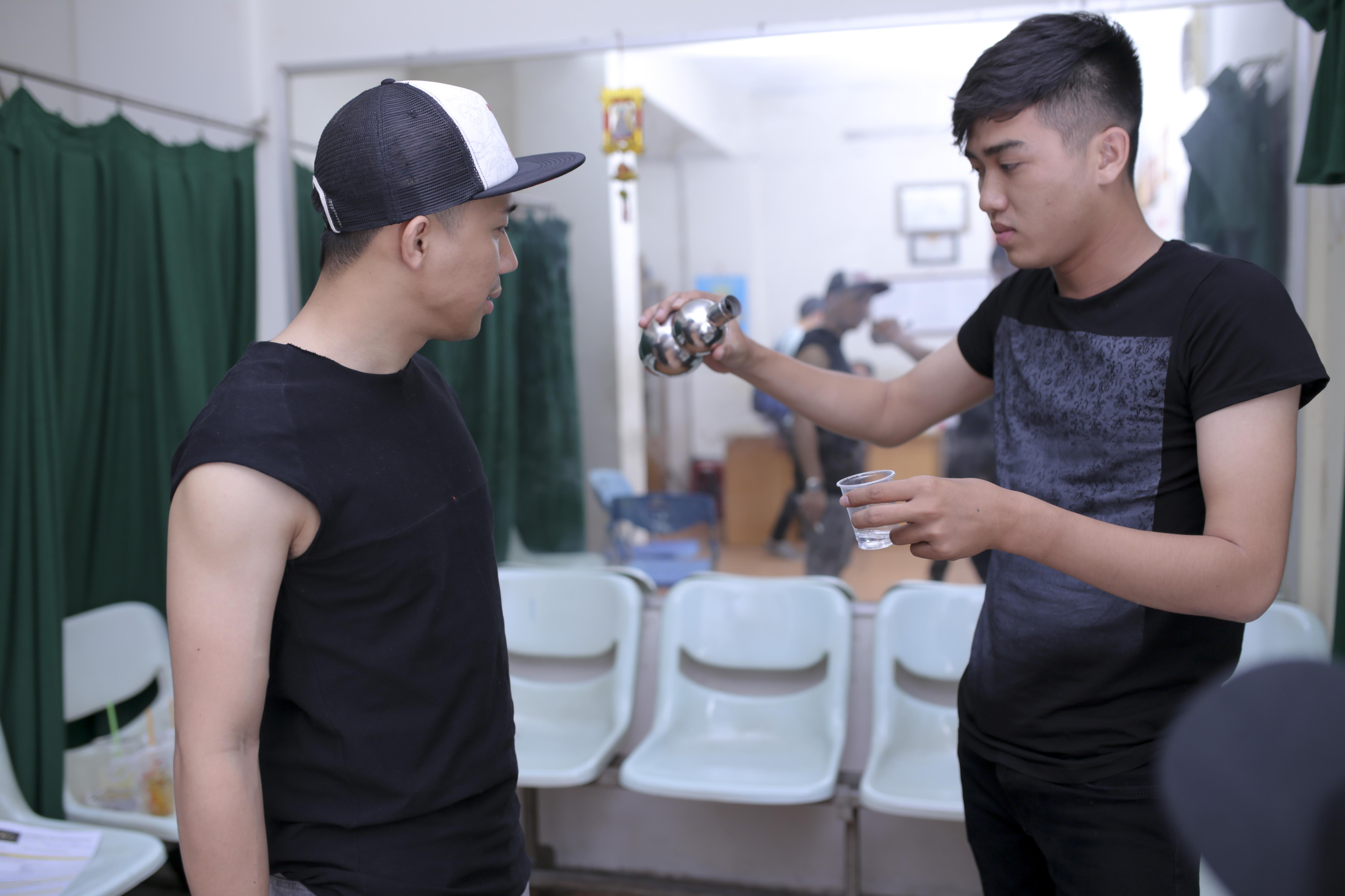Trấn Thành miệt mài tập luyện cùng Noo Phước Thịnh tới tối muộn 5