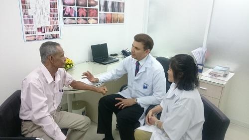 Điều trị bệnh vẩy nến, viêm da cơ địa bằng thảo dược với chuyên gia nước ngoài 2