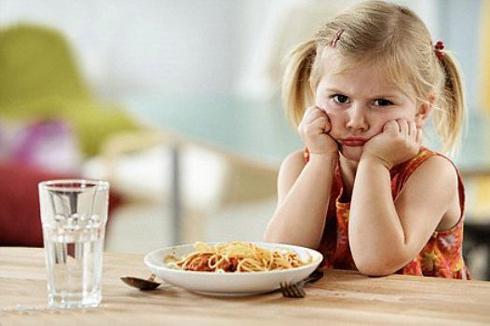 Trẻ biếng ăn phải làm sao, nguyên nhân và cách trị trẻ biếng ăn ?  1