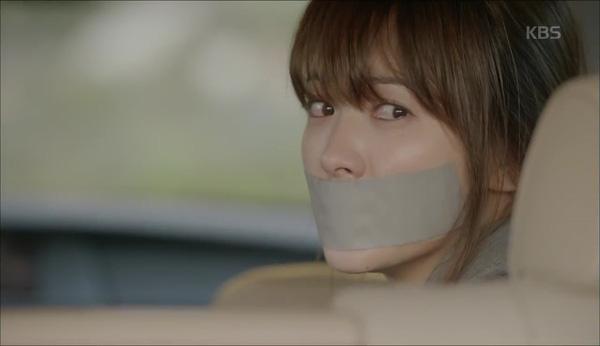 'Hậu Duệ Mặt Trời' tập 11: Song Joong Ki từ bỏ quân phục, liều mạng cứu Song Hye Kyo 1