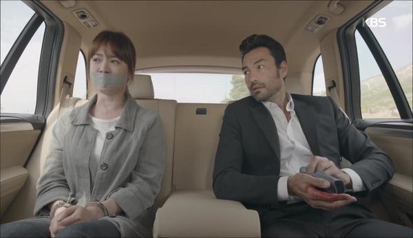 'Hậu Duệ Mặt Trời' tập 11: Song Joong Ki từ bỏ quân phục, liều mạng cứu Song Hye Kyo 2