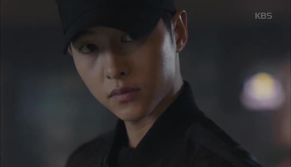 'Hậu Duệ Mặt Trời' tập 11: Song Joong Ki từ bỏ quân phục, liều mạng cứu Song Hye Kyo 4