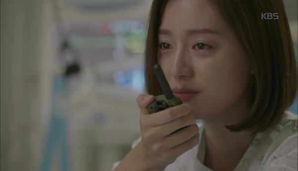 'Hậu Duệ Mặt Trời' tập 11: Song Joong Ki từ bỏ quân phục, liều mạng cứu Song Hye Kyo 9