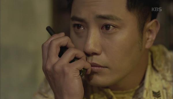 'Hậu Duệ Mặt Trời' tập 11: Song Joong Ki từ bỏ quân phục, liều mạng cứu Song Hye Kyo 10