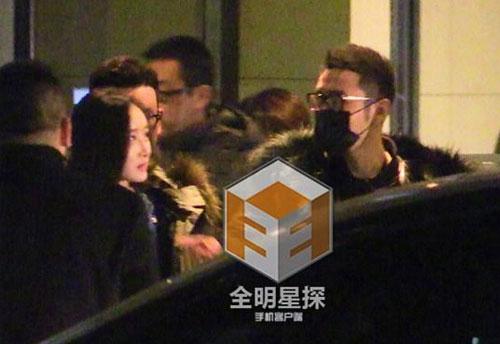Huỳnh Hiểu Minh bỏ mặc vợ, đi chơi tới tận khuya với gái lạ 1