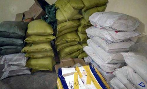 Phát hiện hơn 2,5 tấn phụ gia sản xuất bim bim không nguồn gốc 1
