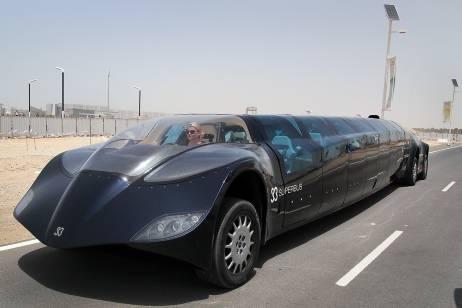 Cận cảnh siêu xe bus ở Dubai 2