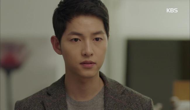 Hậu Duệ Mặt Trời tập 13: Song Joong Ki bị thương nặng khiến Song Hye Kyo hoảng hốt 16