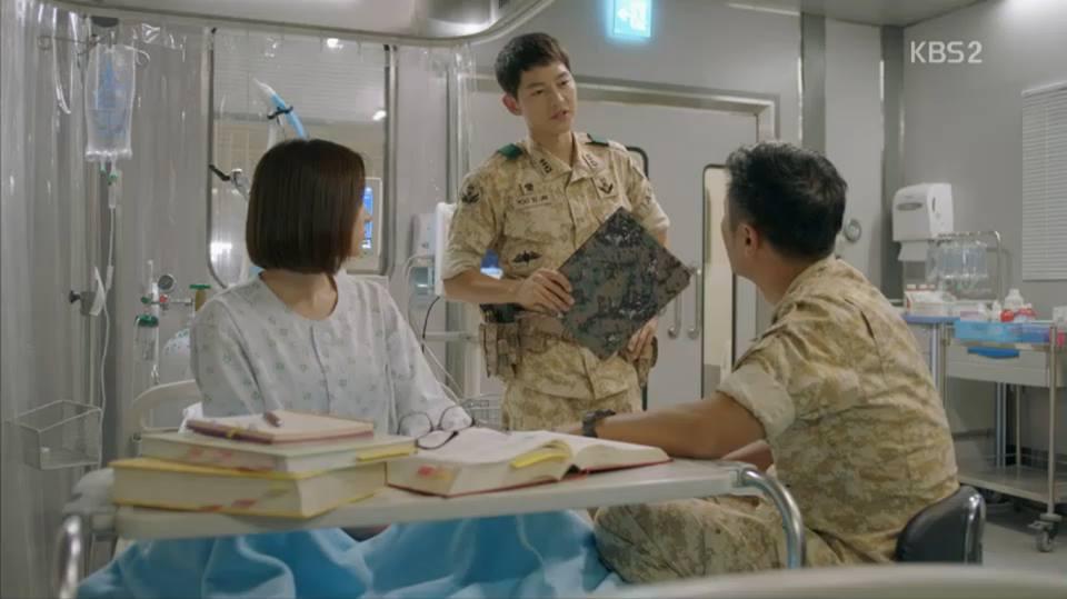 Hậu Duệ Mặt Trời tập 13: Song Joong Ki bị thương nặng khiến Song Hye Kyo hoảng hốt 8