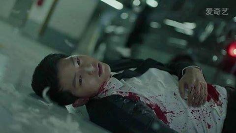 Hậu Duệ Mặt Trời tập 13: Song Joong Ki bị thương nặng khiến Song Hye Kyo hoảng hốt 2