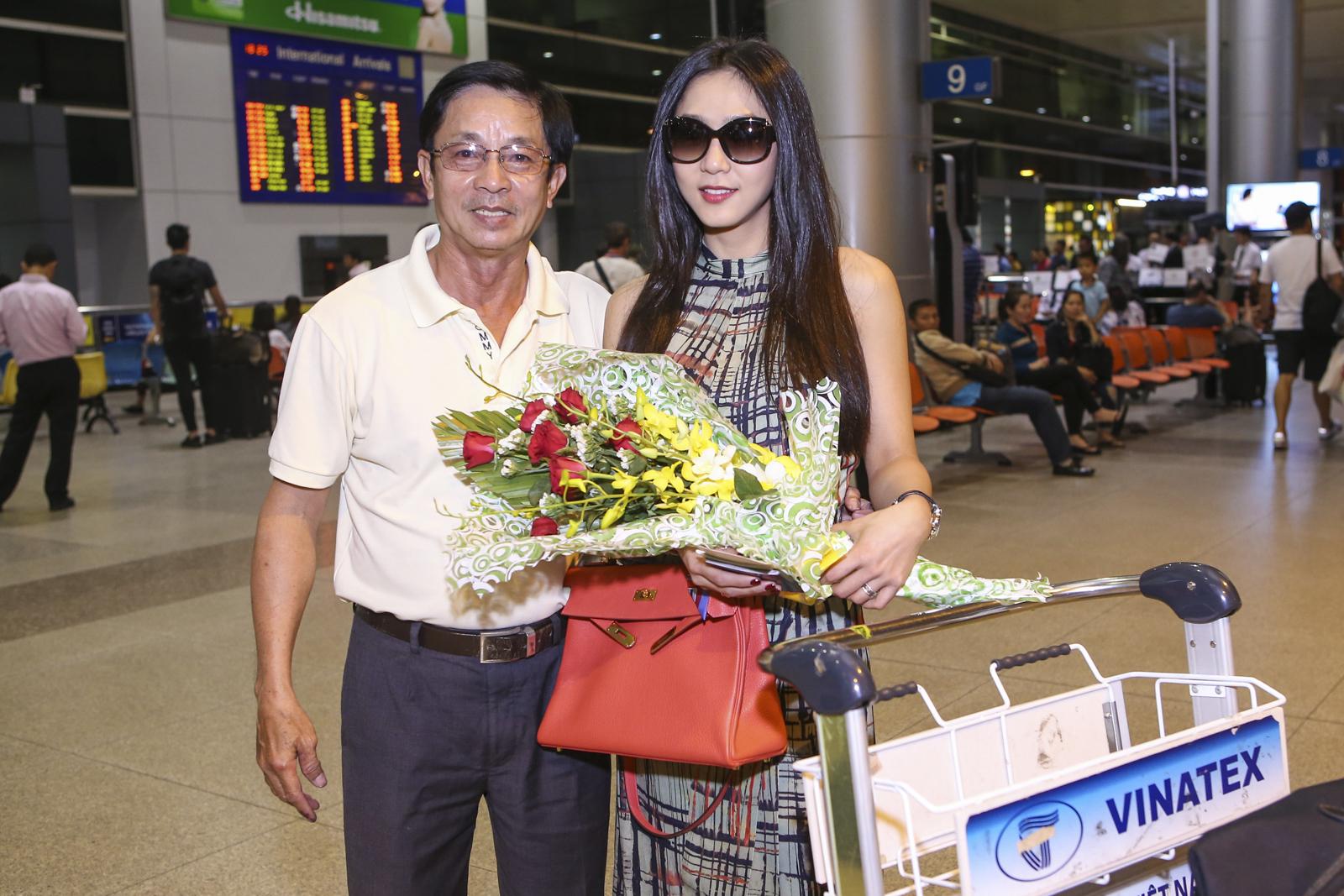 Hà Thanh Xuân xinh đẹp, nổi bật tại sân bay với túi Hermes trăm triệu 7