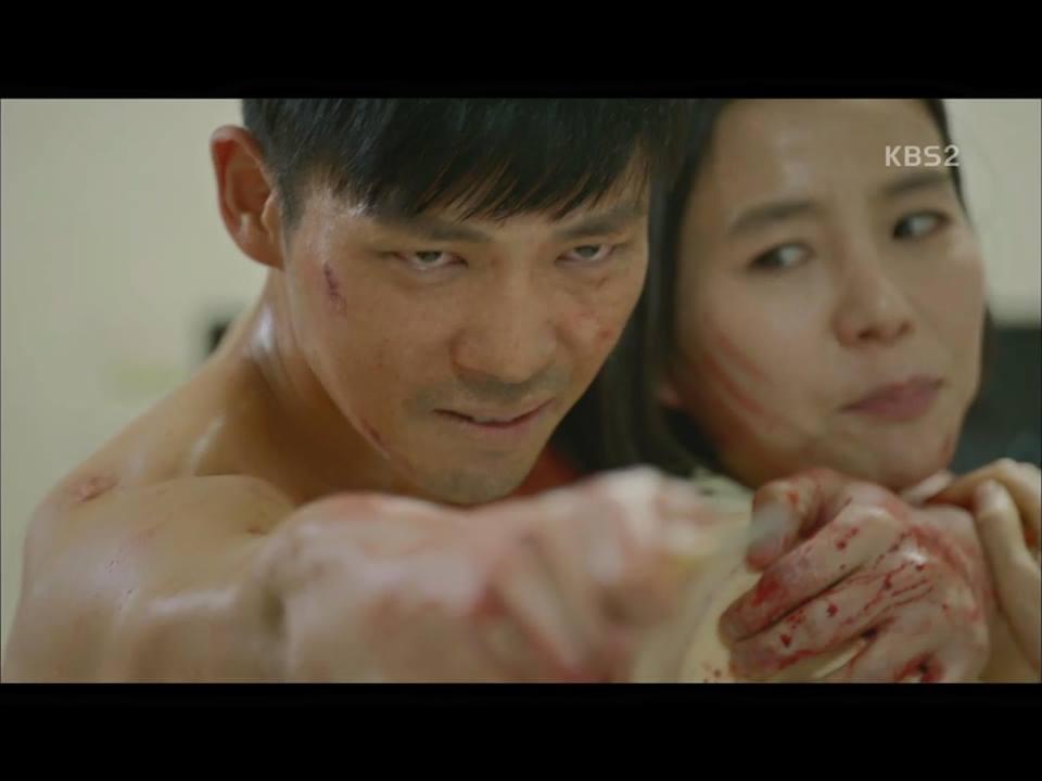 Hậu Duệ Mặt Trời tập 14: Song Joong Ki ôm Song Hye Kyo ngủ trong phòng bệnh 8